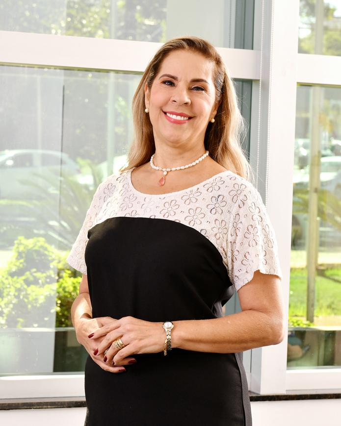 Profa. Ma. Helenisa Maria Gomes de Oliveira Neto